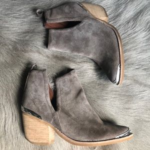 Jeffrey Campbell Cromwell Taupe Sued Ankle Boots 7